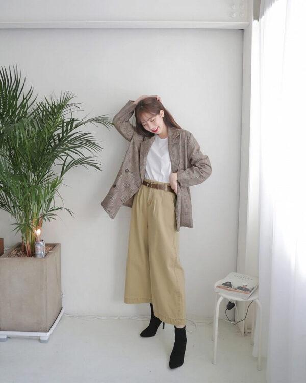 Phong cách 11: Áo sơ mi công sở nữ cùng áo khoác blazer