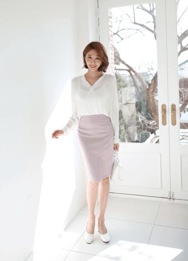 Phong cách 12: Áo kiểu cùng chân váy bút chì