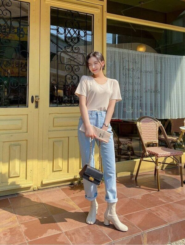 Phong cách 17: Năng động với áo thun kết hợp quần jean