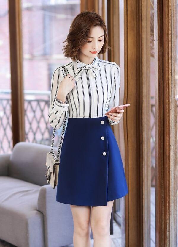 Váy chữ A mix cùng áo sơ mi giúp bạn trông thanh lịch và dáng cao ráo hơn khi đi làm công sở