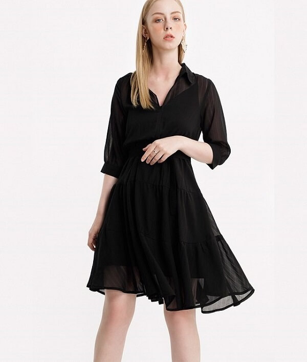 Váy với chiếc cổ xẻ tim mang đến cho bạn nét hấp dẫn và nữ tính hơn và trông dáng người thanh gọn hơn