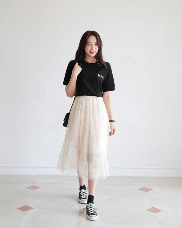 Áo thun và chân váy xòe