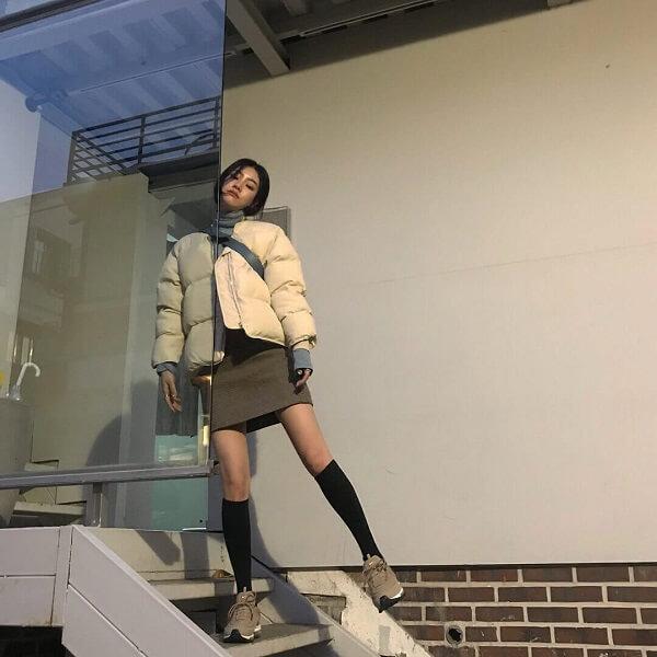 Áo phao kết hợp với chân váy chữ A
